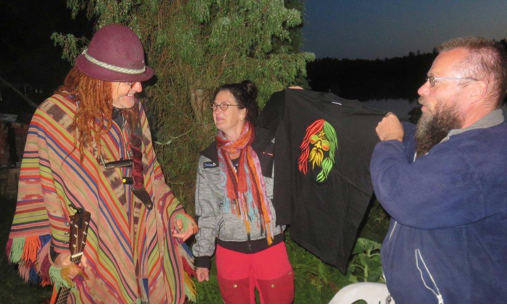 Pelle, Crisse, Pellen uusi paita ja Kimmo!