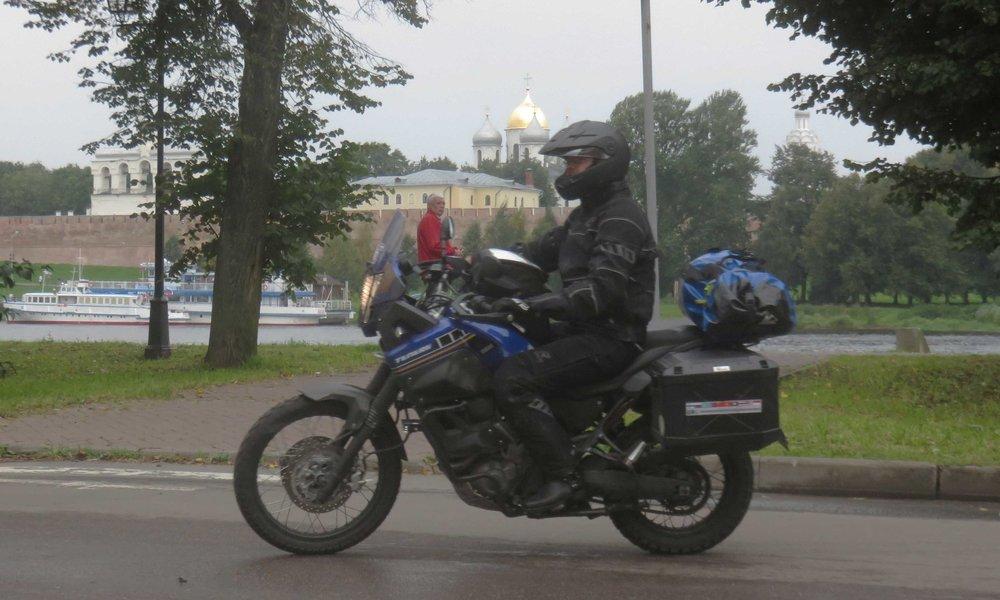 Jani ja Veliky Novgorodin Kreml... se sama jonka edessä poseeraamme yläkuvissa!