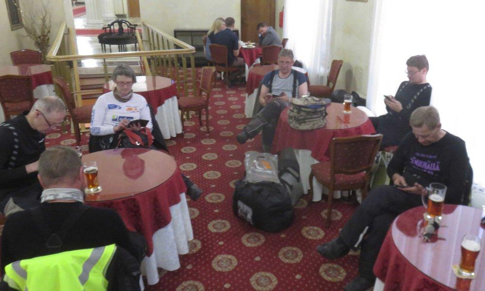 Bali Express  Social Club  kypäräkaljalla Moskovan hotellin baarissa!