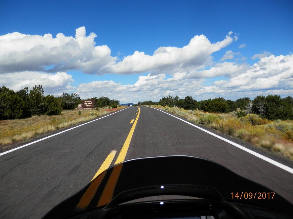 Aamulla ajoimme tietä 180 joka vie myös Grand Canyonin reunalle.
