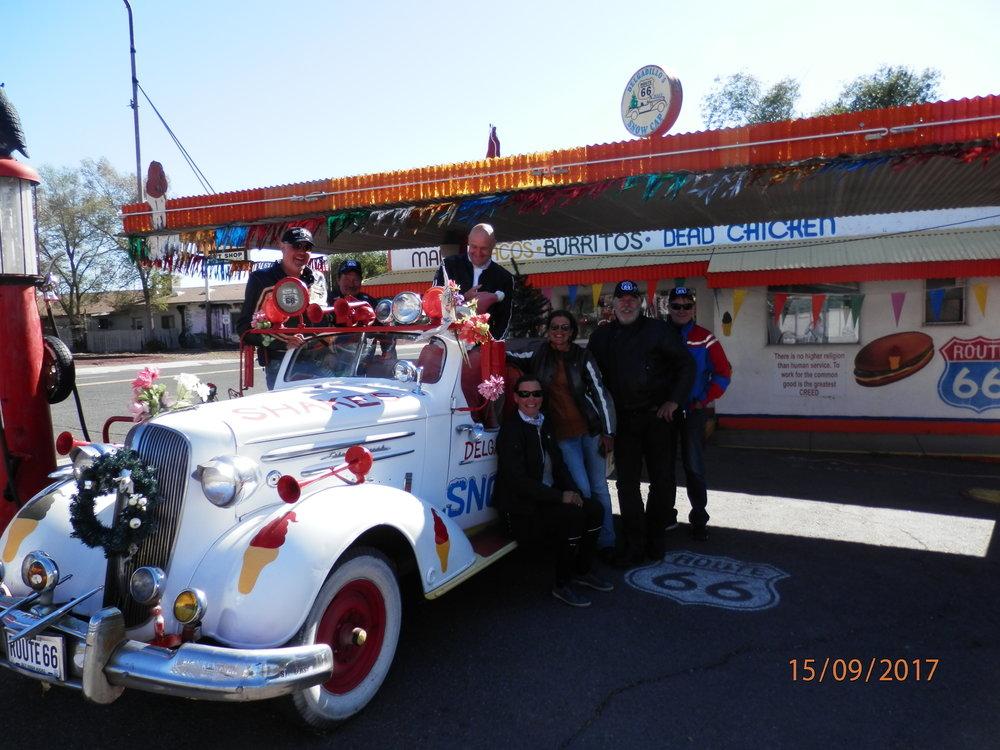 Seligman on oikea Route 66 kaupunki. Joulupukki toimi tämän auton kuljettajana. Duu juu nou? Santalaus from vinland.