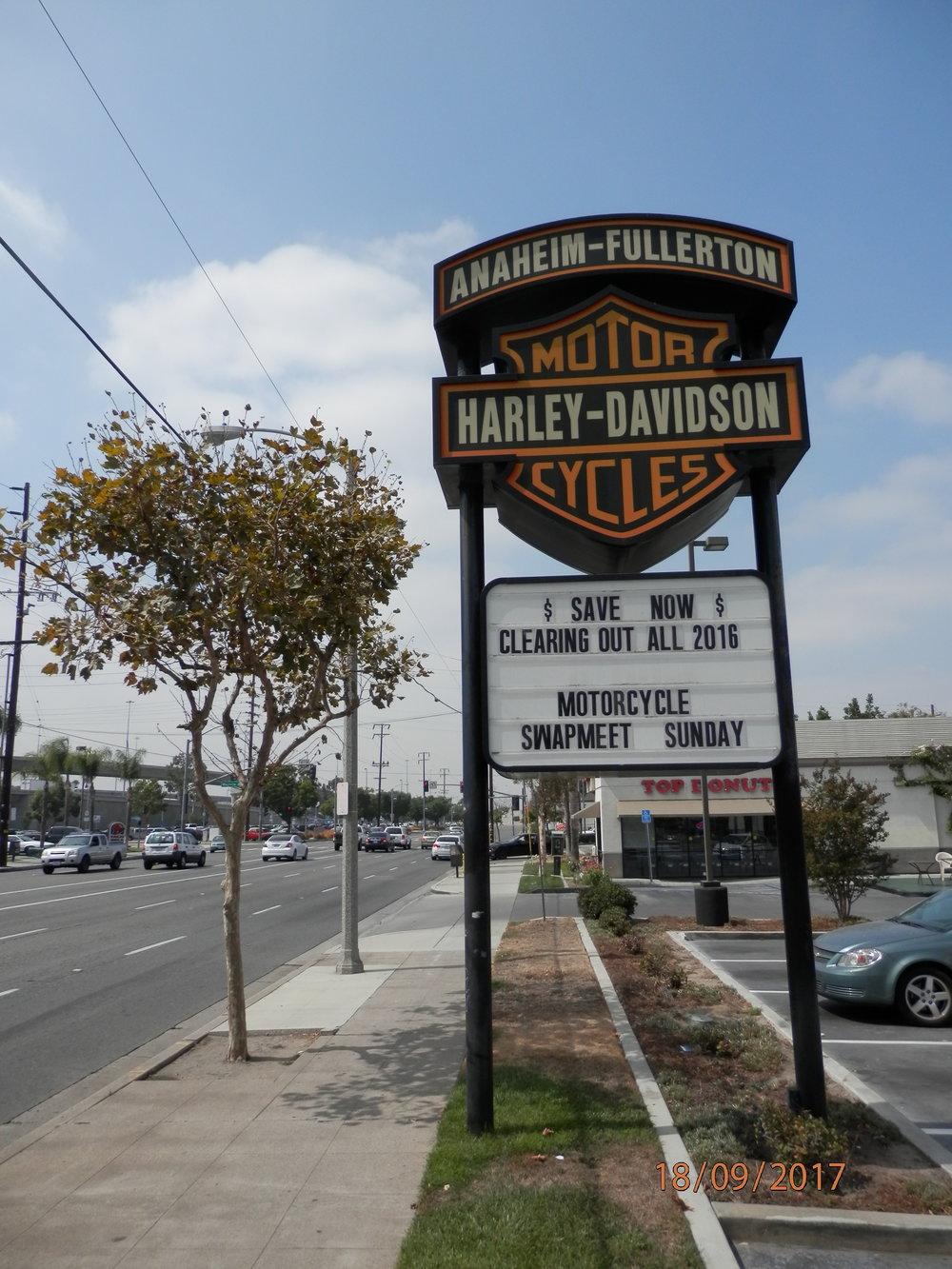 Oli hieno hetki palauttaa kaikki vuokrapyörät ehjänä Anaheimin Harley Davidson liikkeeseen.