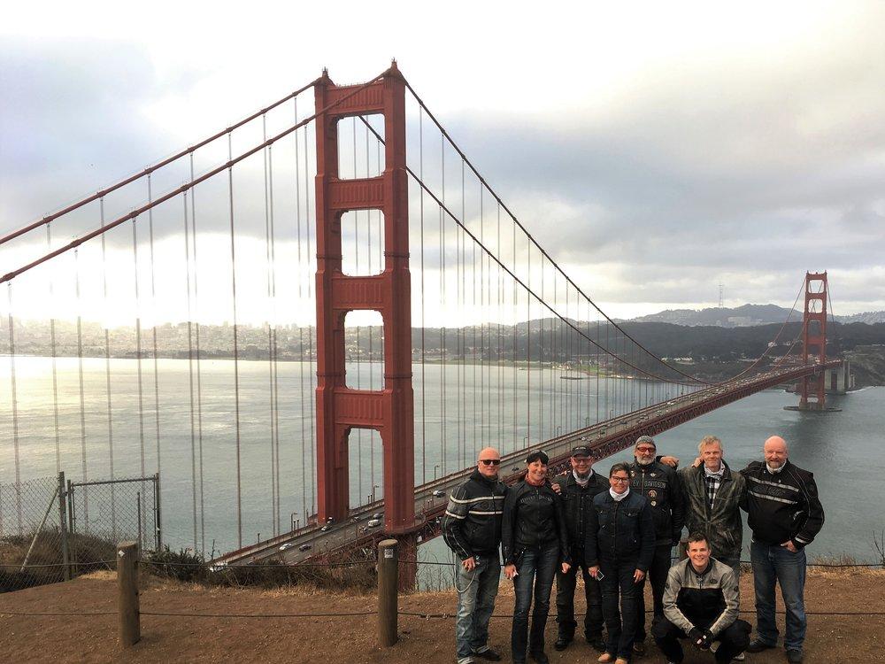 Golden Gaten silta ylittää Golden Gaten salmen, joka yhdistää San Franciscon lahden Tyyneenmereen.Kokonaispituus on 2 737 metriä, leveys 27 metriä ja pylonien korkeus 227 metriä merenpinnasta ja 152 metriä sillan kannesta.