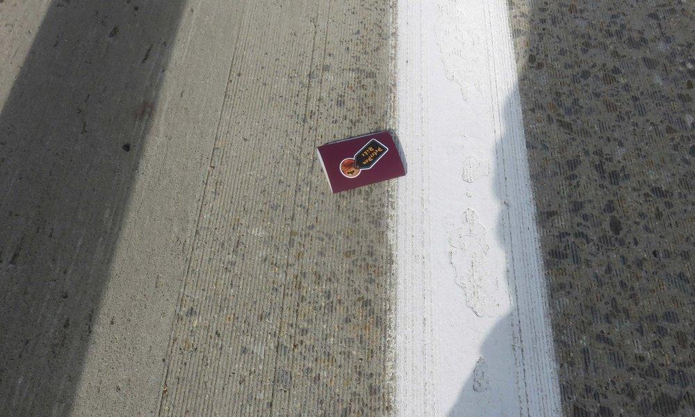 Moottoritieltä löytyi passi!