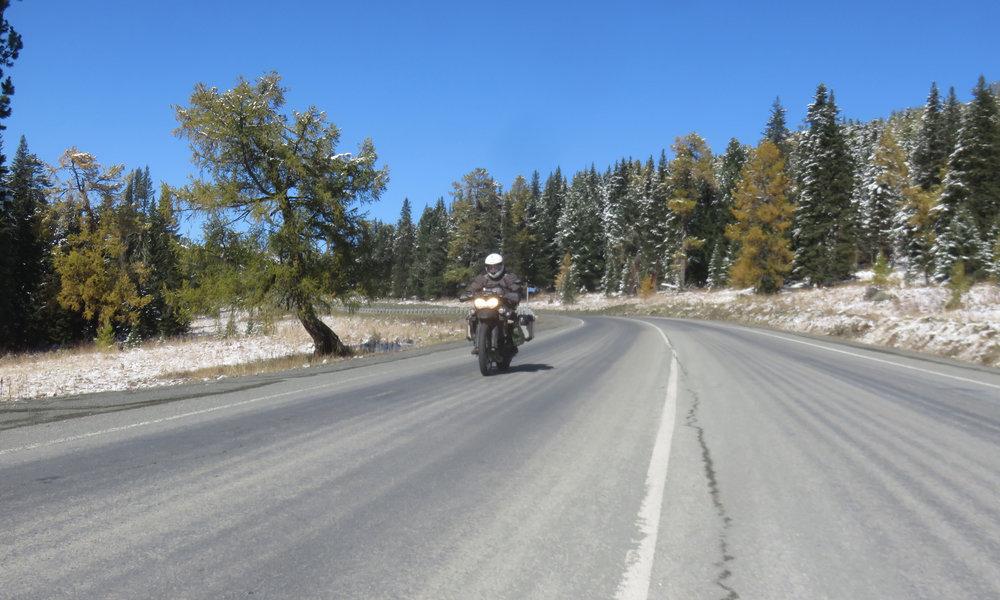 Tiet ja maisemat olivat tänään kohdallaan! Eli ajoimme koko päivän Altain vuoristossa!