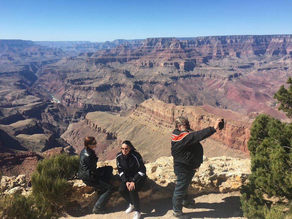 Canyonilla kameran edessä ja takana. Onhan se ikimuistoinen paikka.