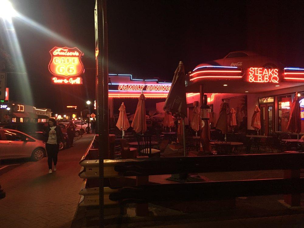 Illallispaikaksi valikoitui teemaan sopiva ravintola.