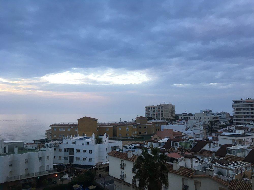 Aamu sarastaa Torremolinoksessa - on aika lähteää!
