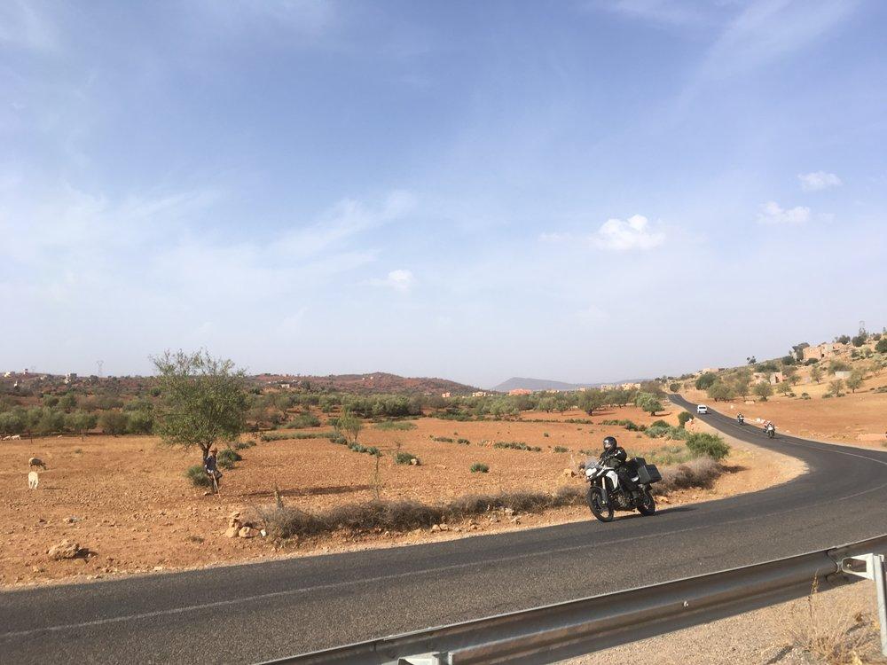09.13 - Marrakeshin ruuhkat on selätetty ja edessä avautuu upeat Atlasvuoren maisemat