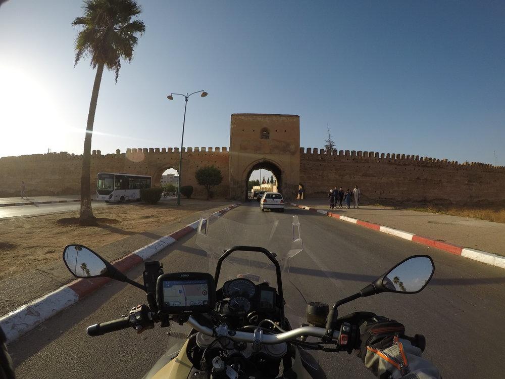 Klo 18.30 - Saavumme päättäriin, eli tällä kertaa Meknesin Medinaan!