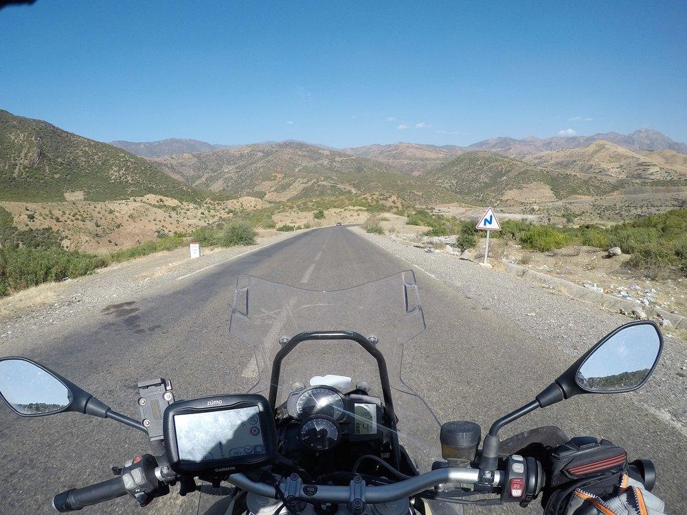 N8 on ehkä Marokon parhaimpia teitä - sopivasti loivia mutkia ja asfaltti erinomaisessa kunnossa. Tätä herkkua tänään about 250 kilometrin verran.