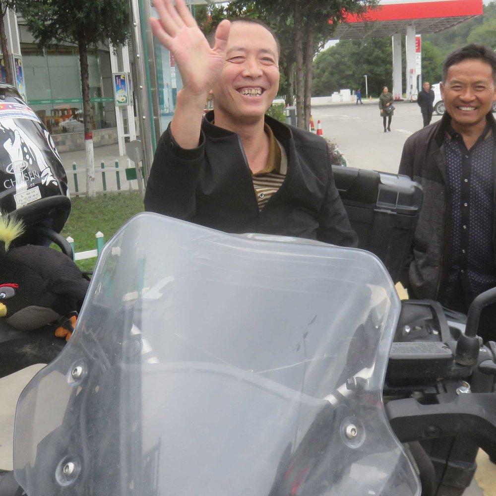 Iloinen kiinalainen Severin pyörän päällä!