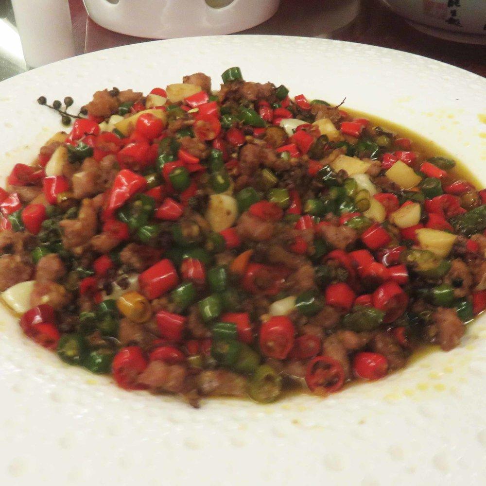 Kaikkea sitä tulee tilattua... punaista ja vihreää chiliä pikku pikku kananpaloilla!