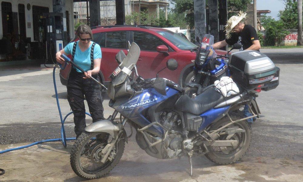 ... ja Sinikan pyörän pesu ...