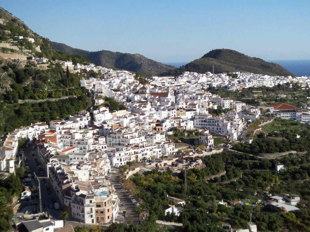 """Friglianan """"Pueblo Blanco"""" eli Valkoinen kylä koko komeudessaan."""