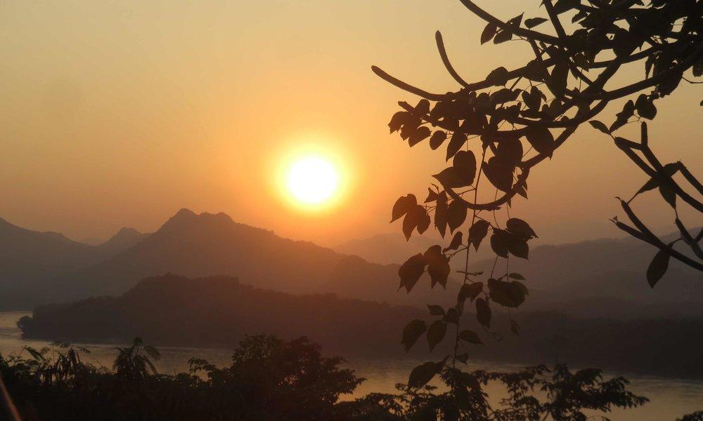 Auringonlasku Wat Phun kukkulalta!