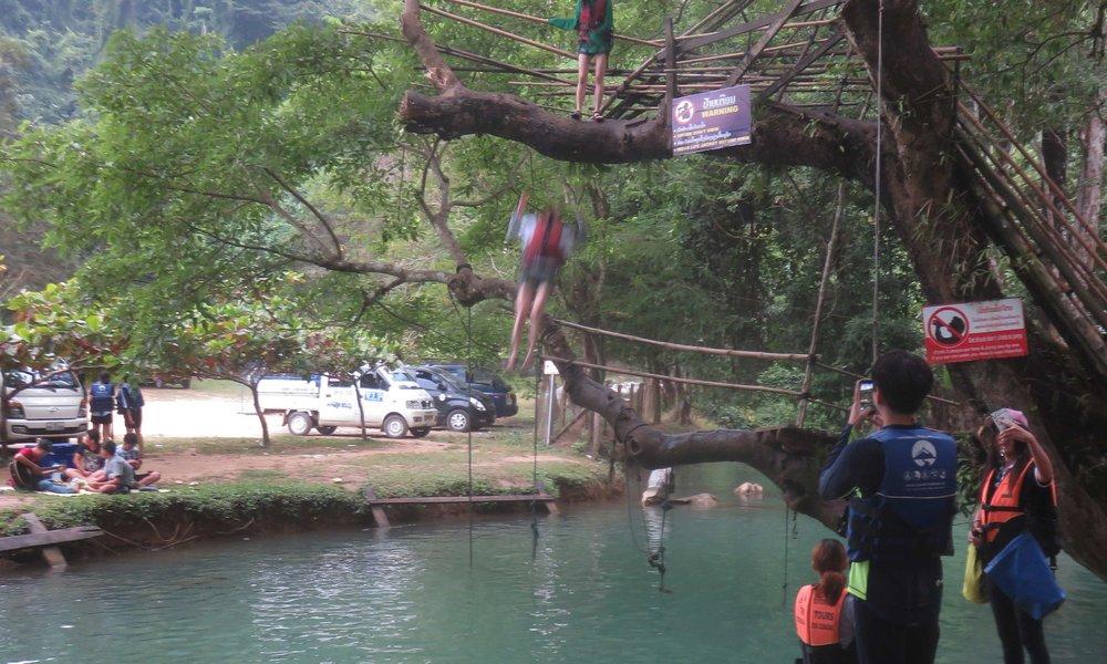 ... ja Blue Lagoonin päätön hyppääjä!