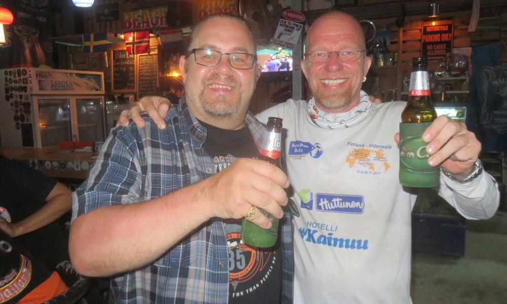 Luoston-Pekka löytyi Ao Nangin Biker-Baarista! Tarjalle terveisiä!