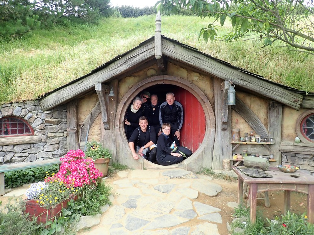 6 pientä hobbittia :)