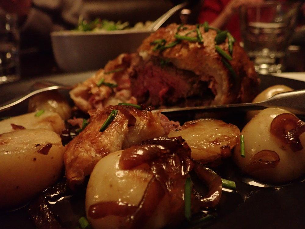 Illalliseksi tietysti Beef Wellington ;)
