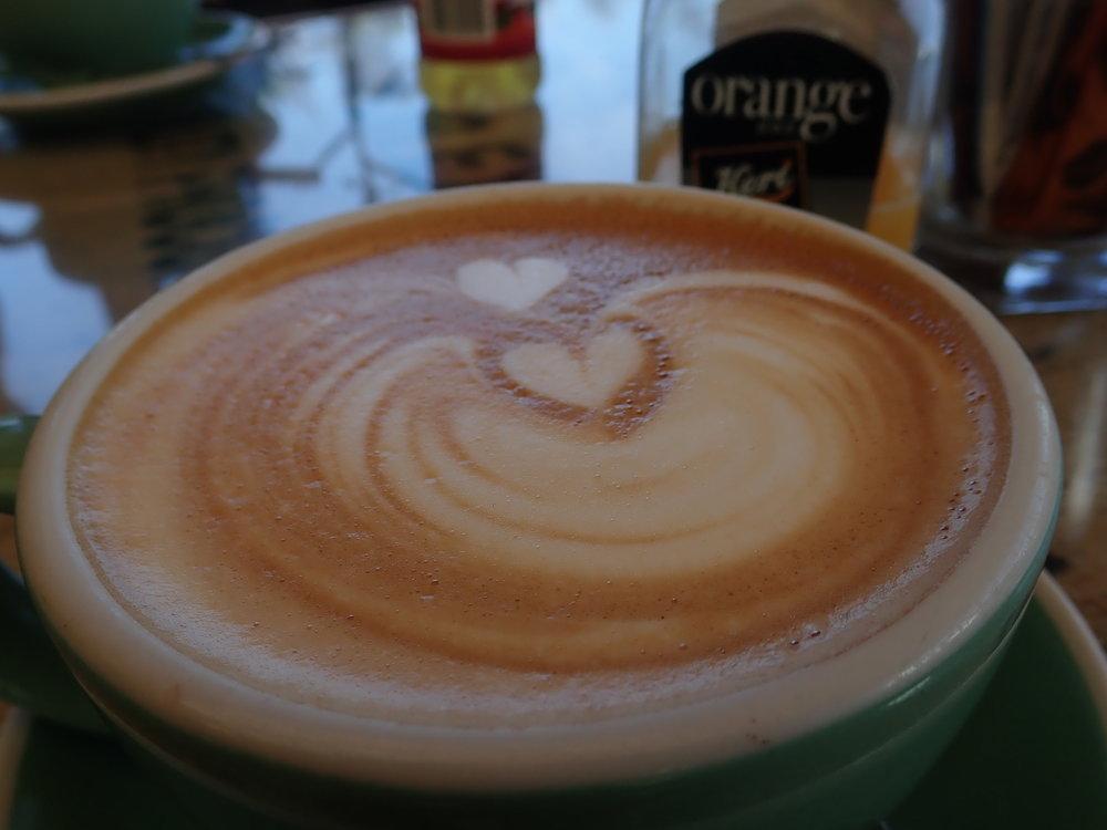 Aamiaispaikasta sai myös tosimotoristin kahvia!