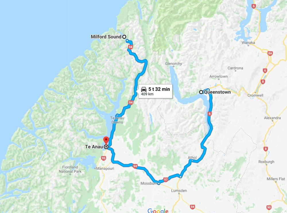 Yövymme tänään Te Anaussa, joten parin tunnin heitto hotellille, tavarat huoneisiin ja kohti maan ehkä kauneinta luonnonpuistoa - Milford Soundia!