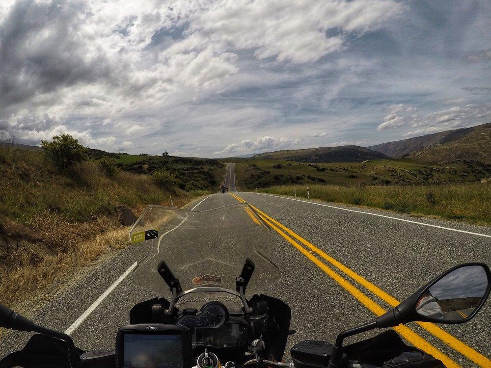 Te Anaun ja Milfords Soundin välinen on 120km yhtä motoristin taivasta ;)