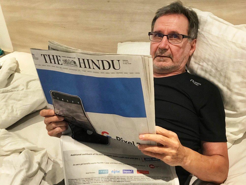 Aaron aamu alkaa perinteisesti Hindu Timesin pläräyksellä. Ihmisillä samat ongelmat kuin missä tahansa muullakin maailmassa - vaalit on tulossa ja monsuunikausi menossa...