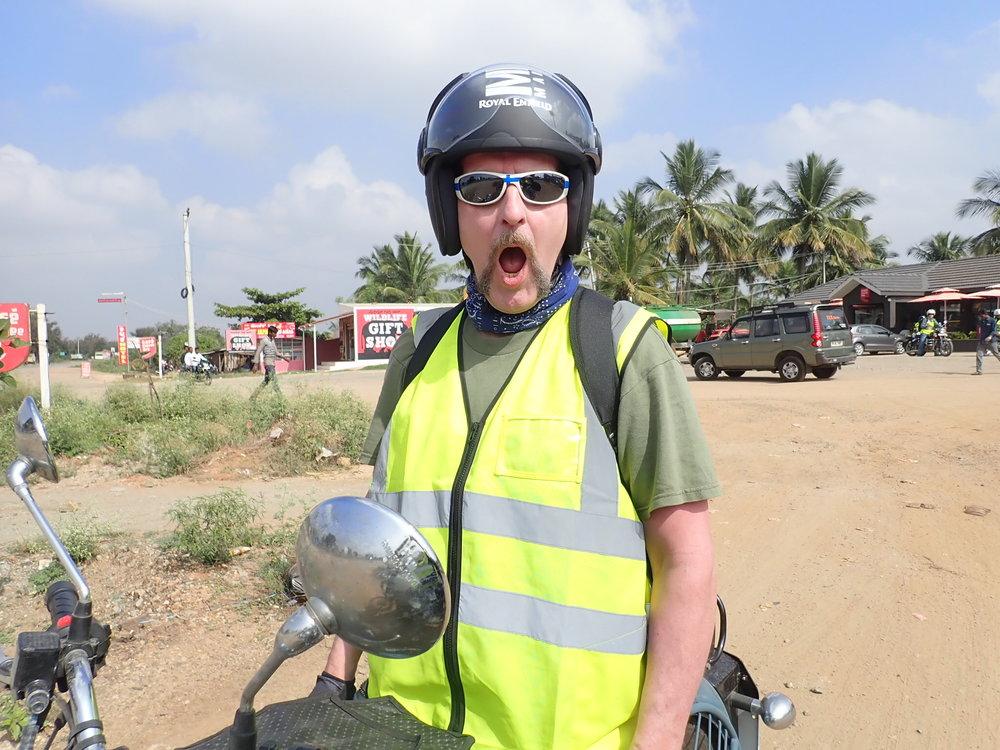 Mitä Mikko ihmettelee? :) Ihmettelemisen aihetta Intiassa kyllä löytyy...