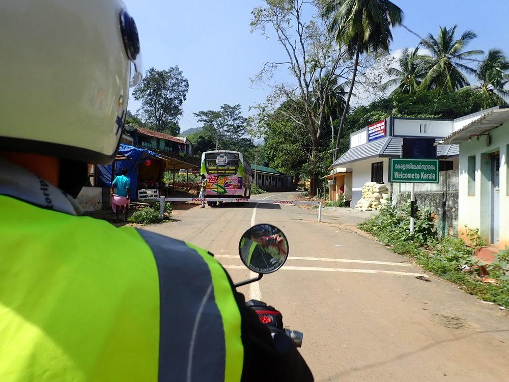 """""""Welcome to Kerala"""" kyltin jälkeen Tamil Nadun osavaltio jää taaksemme ja edessä odottaa trooppinen Kerala!"""