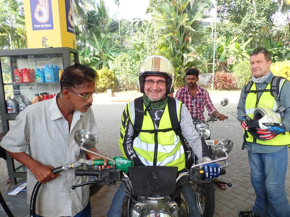 Intiassa ei sen kummemmin herkutellaan supernitroecobensiinillä - tarjolla on dieseliä ja pensaa - valita voi vapaasti :)