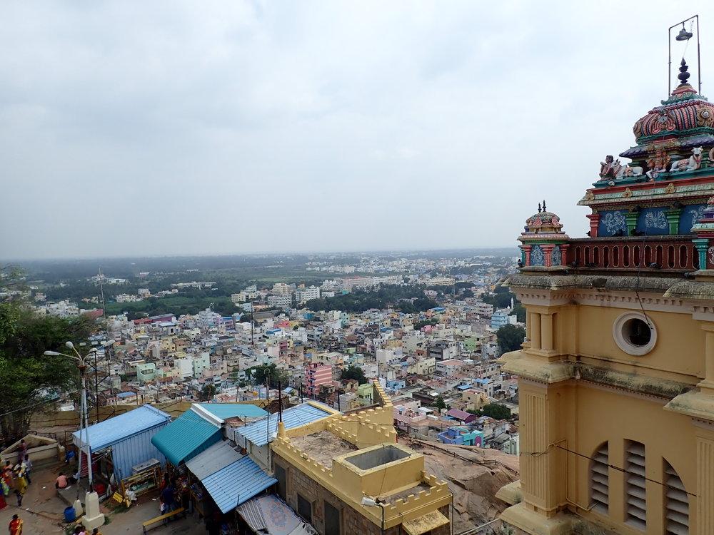 Pyhän kallion huipulla sijaitsevasta Rockfort temppelistä avautuu mahtavat maisemat kaupungin ylle!