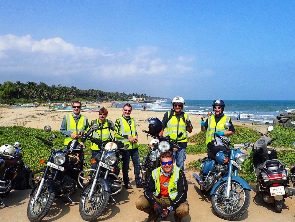 Vuoden 2017 viimeinen ryhmäkuva Bengalinlahdenrannikolla Pondicherryn alueella...