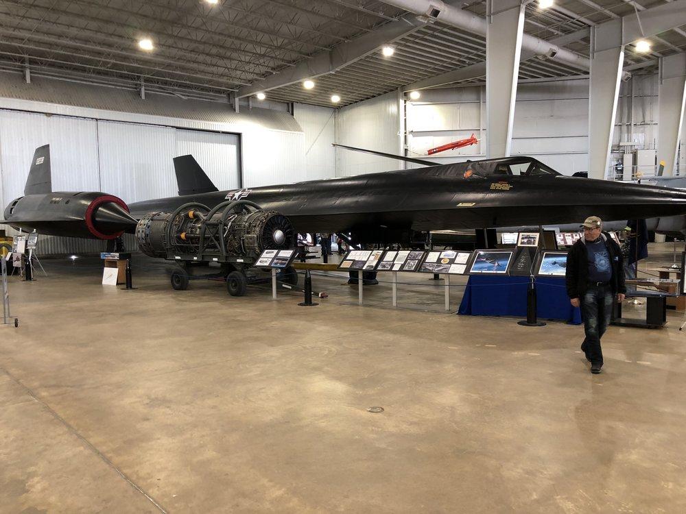 """Memorial Parkista löytyi myös ilmailun historiaa, kuten aikoinaan huippusalainen vakoilukone A-12 Black Bird, jota CIA käytti vuonna 1965 vakoilutarkoituksiin. Huippunopeus 3700 km/h, sillä olisi """"ajanut"""" Easy Rider -matkamme alle kahdessa tunnissa!"""
