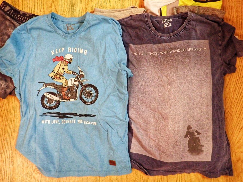 Vapaa-ajan vaatteita minimimäärä mukaan - matkanvarrelta kuitenkin tarttuu t-paitoja lisää.