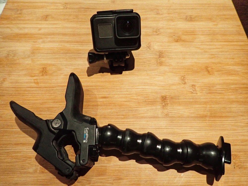 """GoPro on käytännössä ainoa varteenotettava actioncamera markkinoila. """"Jaw Flex Clamp"""" - puristintyyppinen kiinnike kameralle on ehdoton ykkönen moottoripyöräilyssä."""