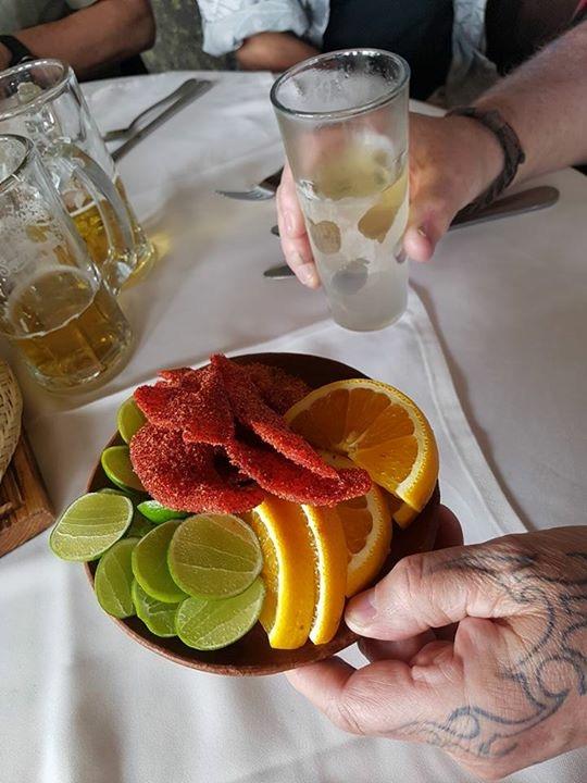 Ja kun Mexicossa ollaan, paikallista Tequilaa piti maistaa. Mutta missä suola ja sitruuna?
