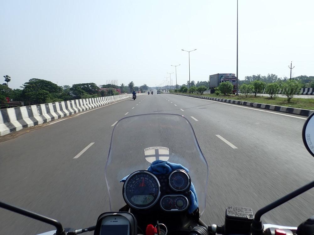 Bhubaneswariin vievä tie on aivan huippulaatua!
