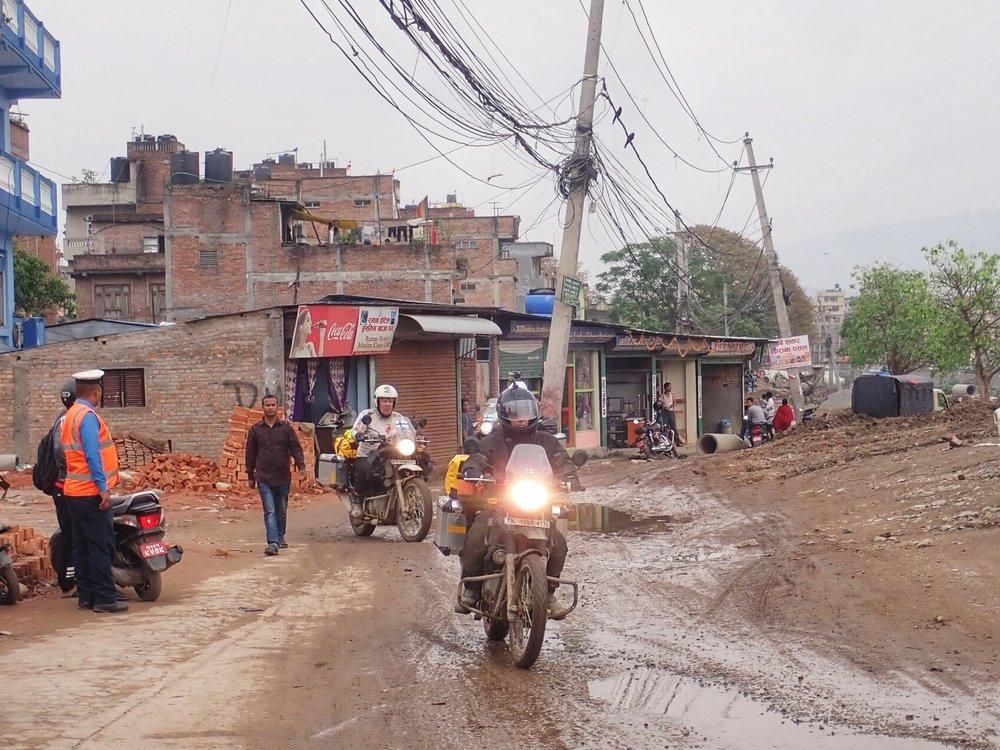 Porukka saapuu Kathmanduuhun