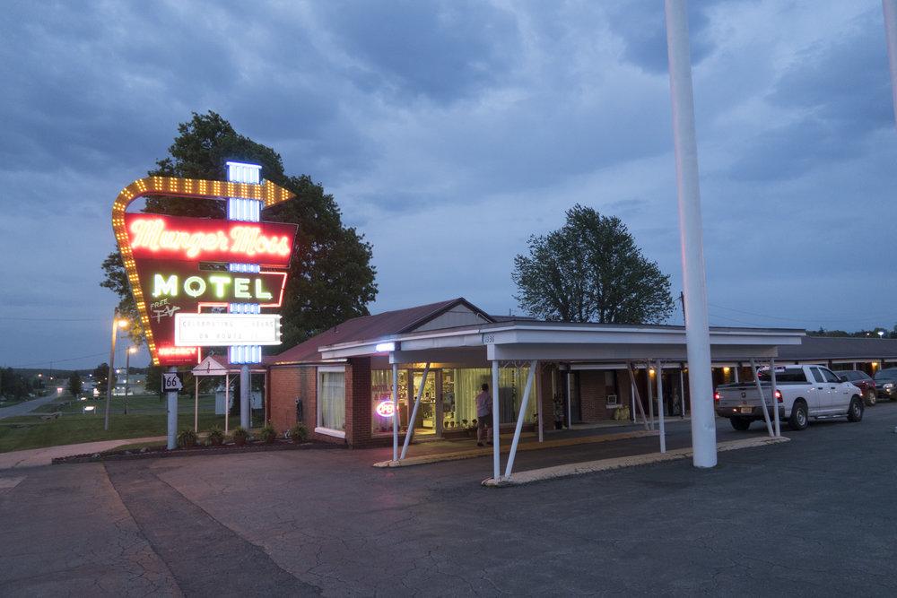 Hotellin mainosvalot ovat kuvattuna varmaan kaikkiin Route julkaisuihin.