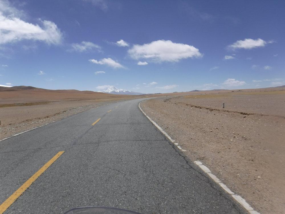 Avaraa maisemaa riitti jälleen koko päiväksi ja hyväkuntista tietä.