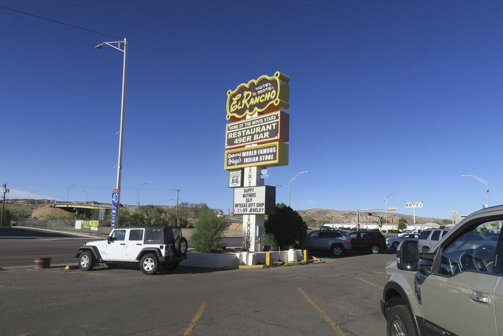 Vuoristo jälkeen tie jatkuu aika suorana kohti Galluppia. Tällä HD:n stereot tuovat suuriman vaihtelun. Päivä päättyy El Rancho ravintolan pitkään pöytään illalliselle.