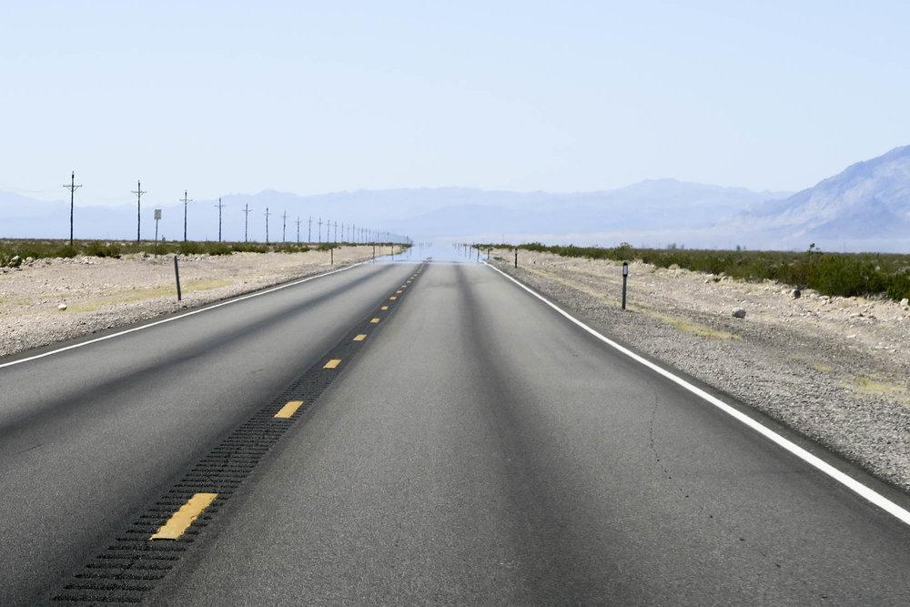 Täällä tie todella katoaa horisontiin.