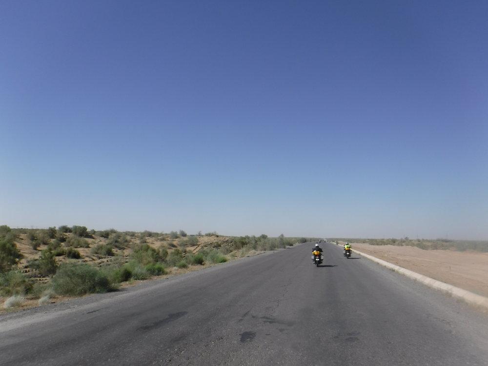 Suurin osa Turkmenistania on tasaista aavikkoa.