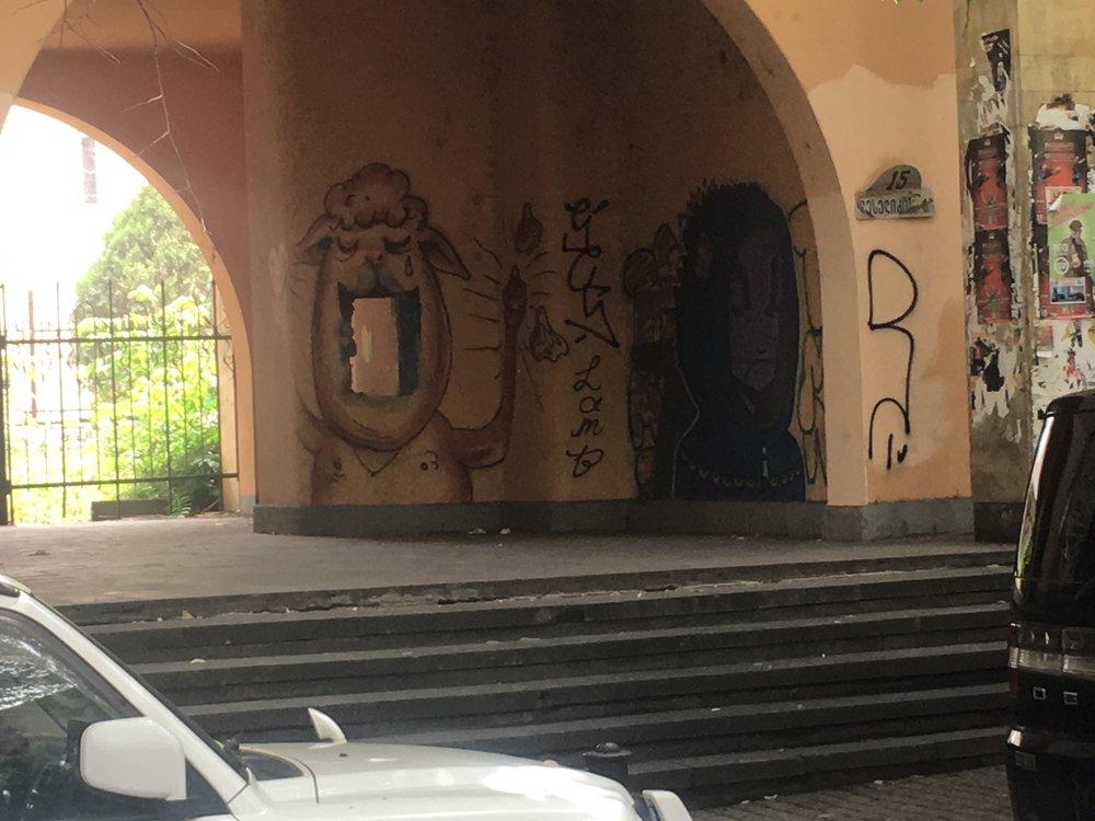 Katutaidetta Tbilisissä.