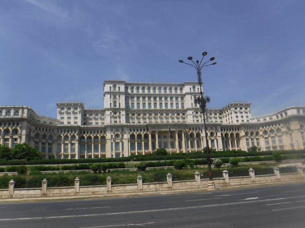 Romanian parlamenttitalo Bukarestissa.