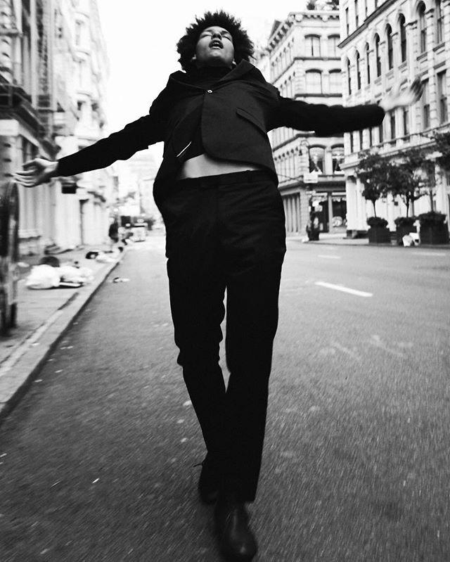 In Soho's streets w/ @gomieri 📷: @danascruggs Stylist: @raytell_bridges hair: @sevenknows #portrait #malemodel #blackmodel #afro #blackfashion #onemanagement #prmagency #gabrielgomieri #danascruggs #scruggsmagazine