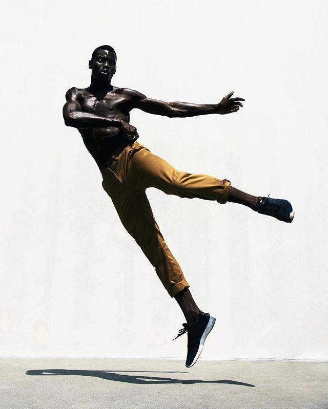Effortless Effort. @septumpapi for SCRUGGS. 📷: @danascruggs stylist: @raytell_bridges Print copies are still available. Link in bio👆#blackmodel #malemodel #printmagazine #portrait #dnamodels #adonisbosso #danascruggs #aperture #blackmalereimagined