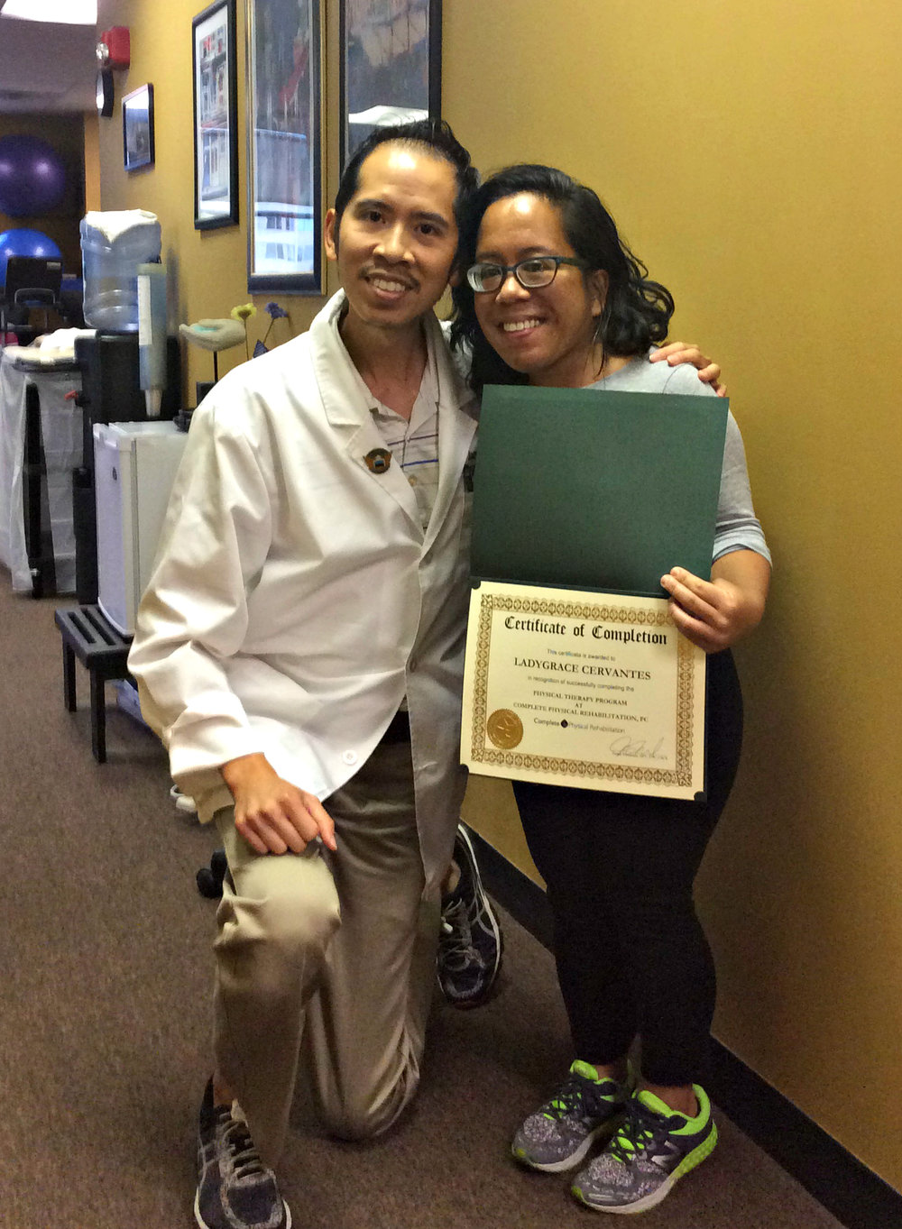 jersey city physical therapy specialist dr. james pumarada with knee pain patient ladygrace cervantes.jpg