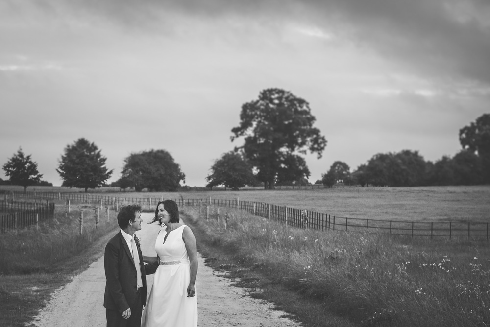 bride and groom Lechlade, near Cirencester, Gloucestershire , UK